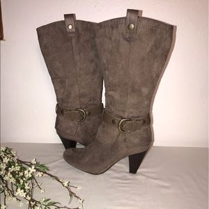 Brown suede attention boots